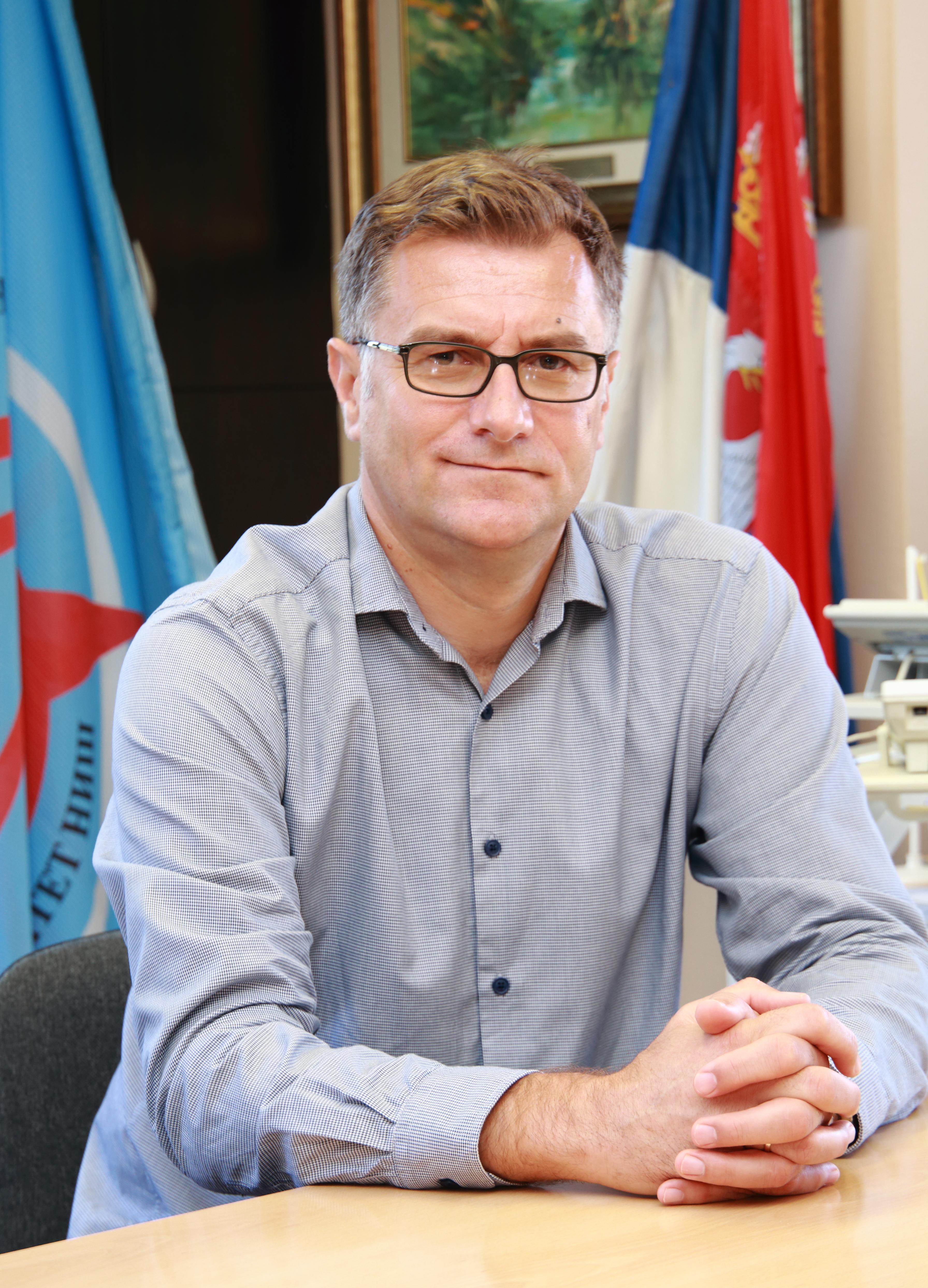 Dekan prof. dr Perica Vasiljević